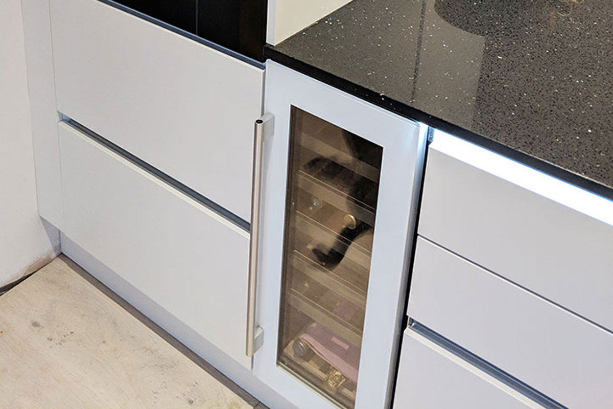 Caple wine chiller - installed in a Second Nature Porter Kitchen by Meridien Interiors - Dorset