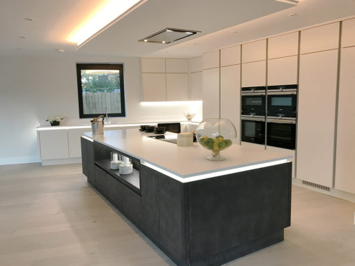INDUSTRIAL ELEGANCE FOR LUXURY CANFORD CLIFFS KITCHEN